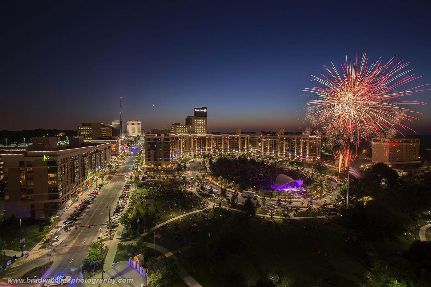 Midtown Crossing, Omaha, Nebraska, Fireworks, photo