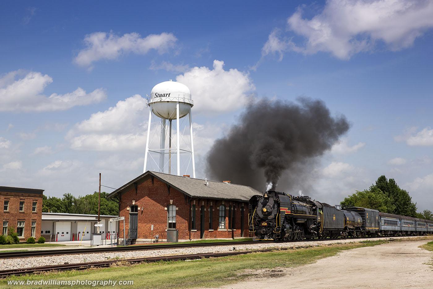 IAIS 6988 passing the Stuart, Iowa depot.