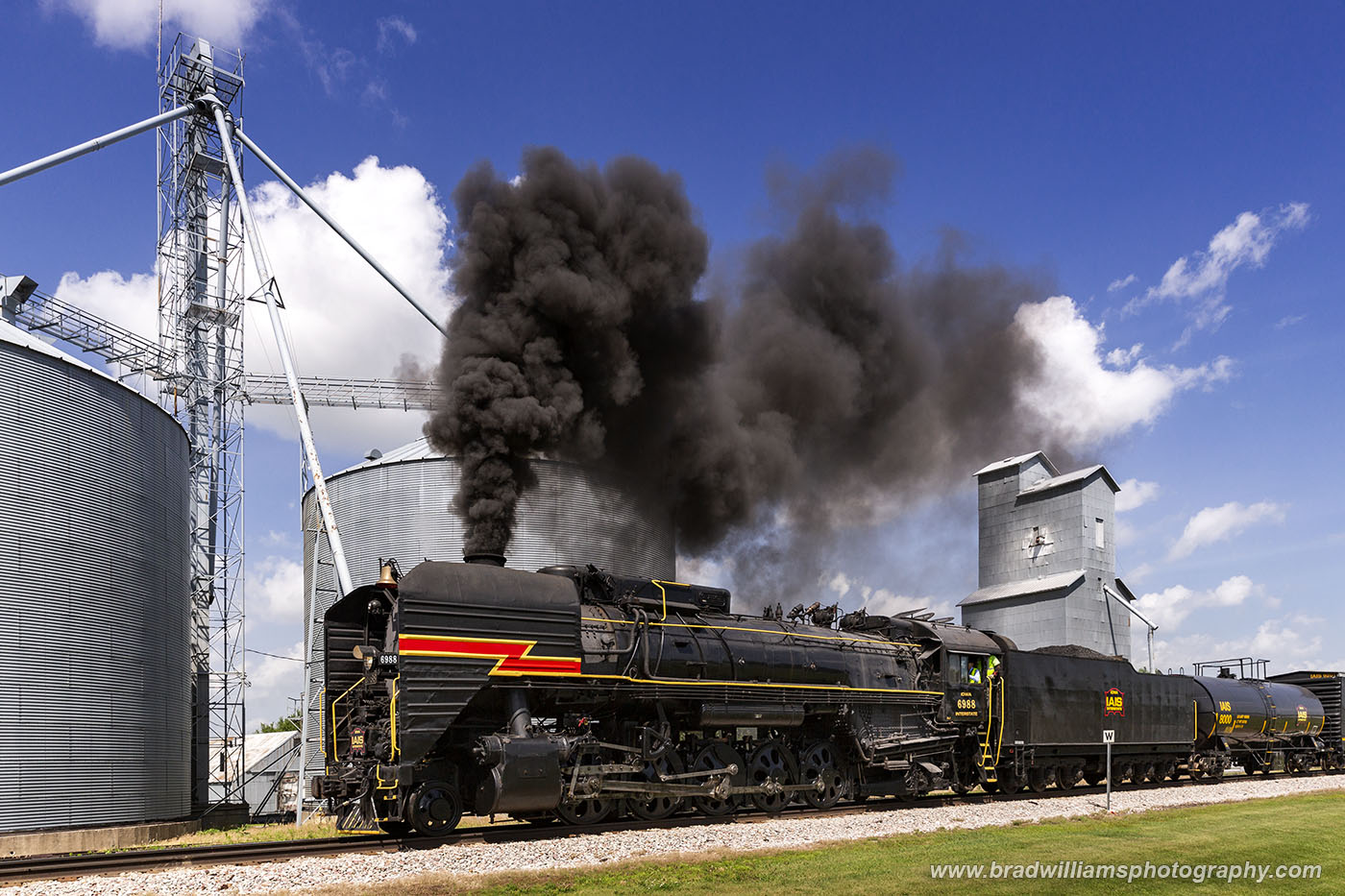 IAIS 6988 charging out of Menlo, Iowa after the final run of the day.